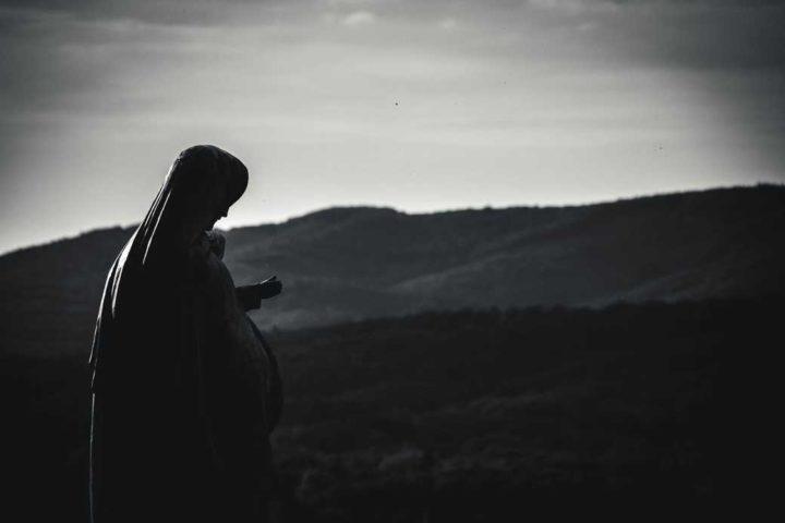Vierge à l'enfant face aux Vosges - Hors Sentiers